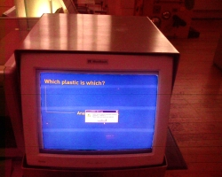 Photograph of a display monitor in the sceince museum, showing an error dialogue box