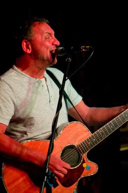 Cavern Pub Singer